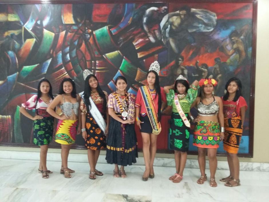Helen acompañada de las demás participantes en el certamen de belleza internacional. (Foto: Cortesía Helen De Paz)