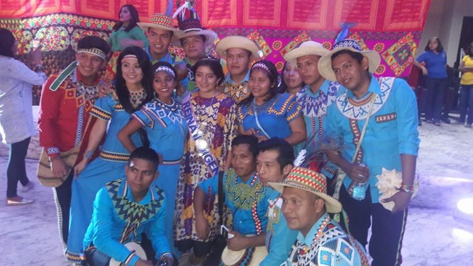 En Panamá, Helen tuvo la oportunidad de convivir con representantes de otros países. (Foto: Cortesía Helen De Paz)