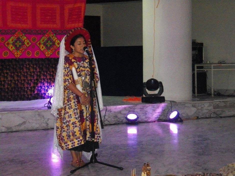 Una de las actividades fue dar un mensaje en su idioma materno y castellano. (Foto: Cortesía Helen De Paz)