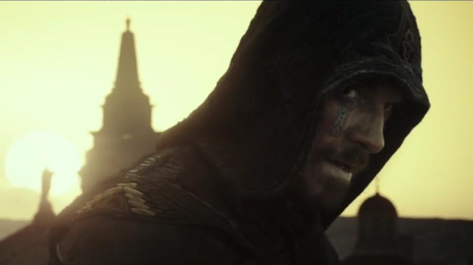 Callum Lynch espera el momento apropiado para atacar. (Captura de Pantalla YouTube/20th Century Fox UK )