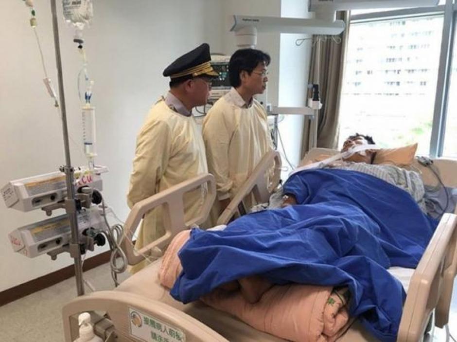 El policía se recupera en un hospital. (Foto: Infobae)