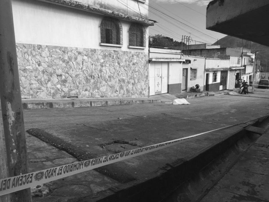 Un hombre murió y su pareja resultó herida en un ataque armado en la colonia Santa Luisa, zona 6. (Foto: @rgonzalez_eu)