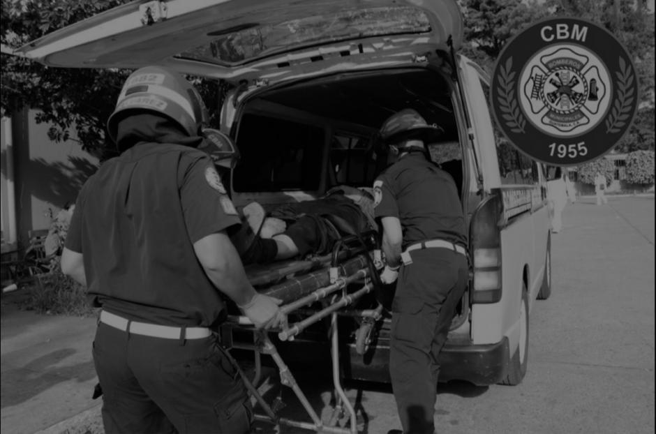 Tres pilotos de los transportes Coutravin RL fueron atacados a balazos en San Miguel Petapa. (Foto: Twitter/Bomberos Municipales)
