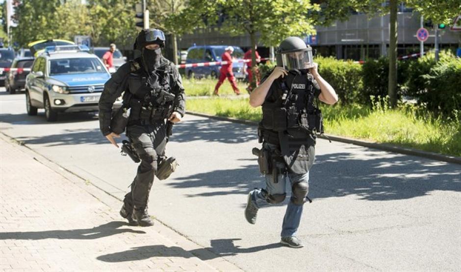 La policía le pidió a los ciudadanos no salir de sus casas. (Foto: europapress.es)