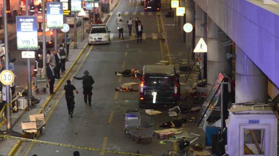 El ataque en el aeropuerto de Estambul provocó la muerte de 44 personas. (Foto: El Confidencial)