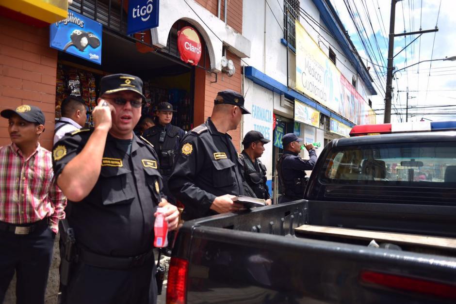 Las autoridades se encuentran rodeando el lugar. (Foto: Jesús Alfonso/Soy502)