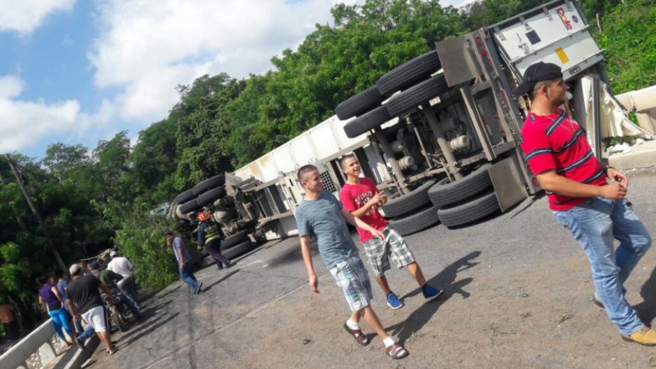 En la Ruta al Atlántico hubo un accidente en el kilómetro 146 y esto ocasionó tránsito. (Foto: Twitter/Dalia Santos)