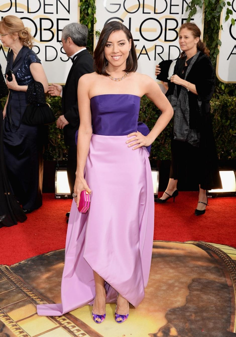 La crítica especializada comentó que el corte del vestido que usó Aubrey Plaza, parecía hecho por un niño. (Foto: The Gloss)
