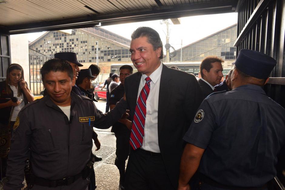 Llegada de Gustavo Martínez a la Torre de Tribunales. (Foto: Jesús Alfonso/Soy502)