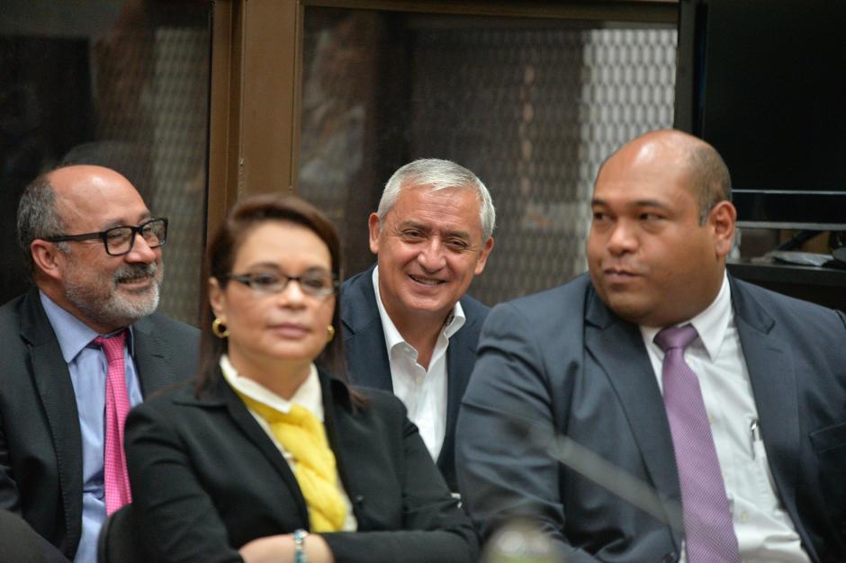 Los exmandatarios acompañados de sus abogados defensores. (Foto: Wilder López/Soy502)