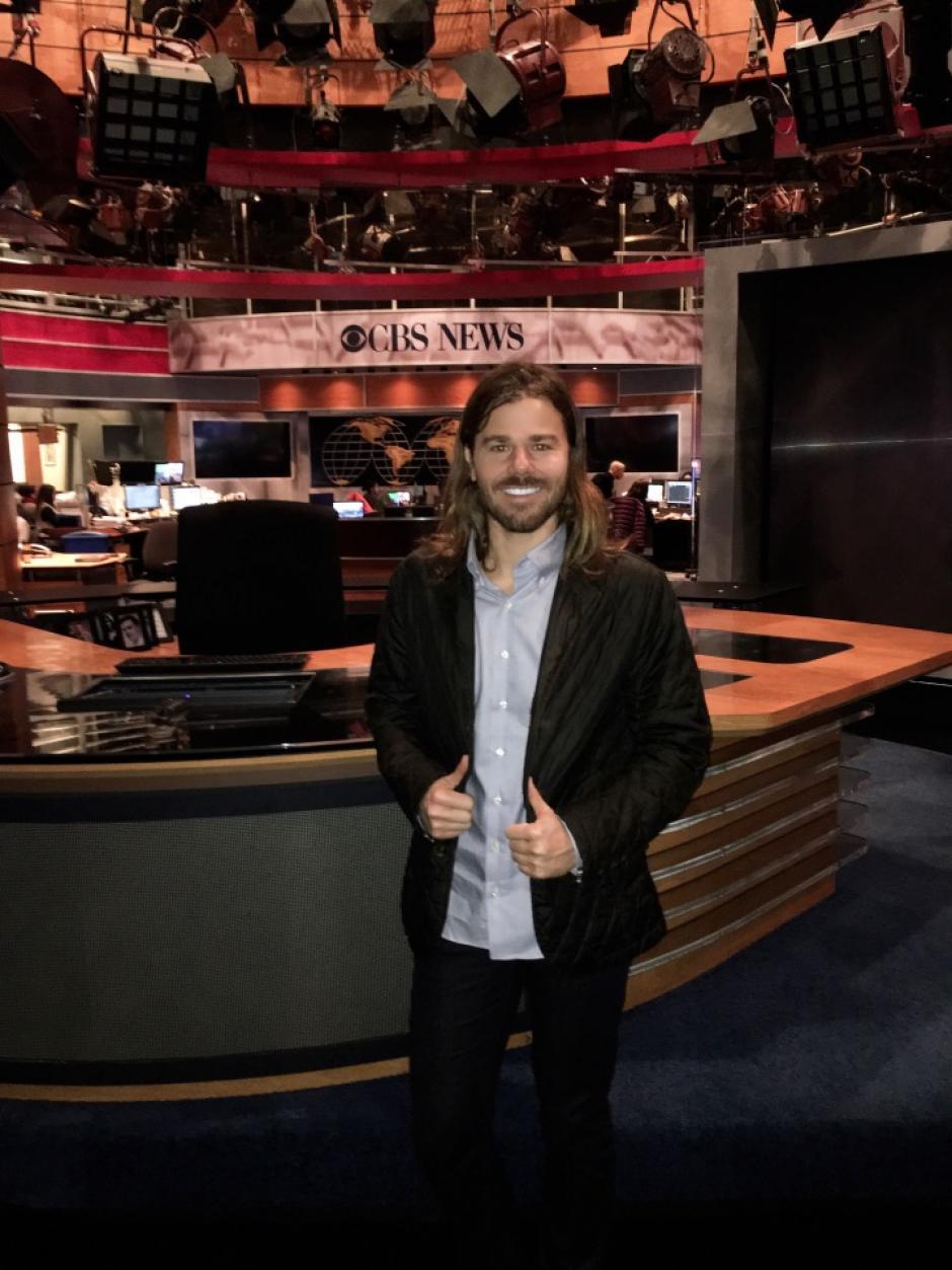 Las cadenas de TV han entrevistado a este joven empleador que aumentó el salario a todos sus trabajadores. (Foto: Dan Price )