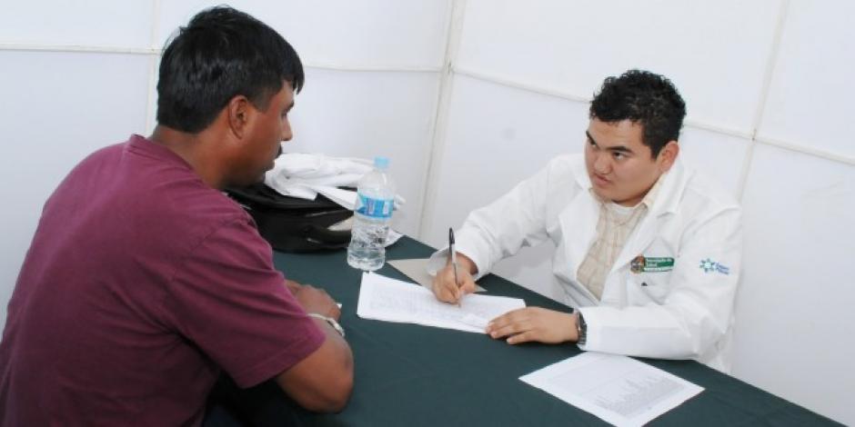 Los hombres son los que menos asisten a un consultorio, según explica el doctor Byron Martínez. (Foto: Salud)