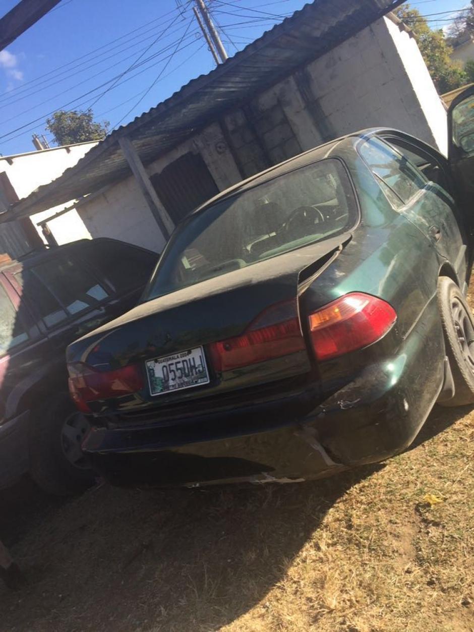 Vista del automóvil propiedad del sindicado Josué Arévalo, la investigación determinó que fue ahí donde transportó el cadáver de su esposa. (Foto: PNC)