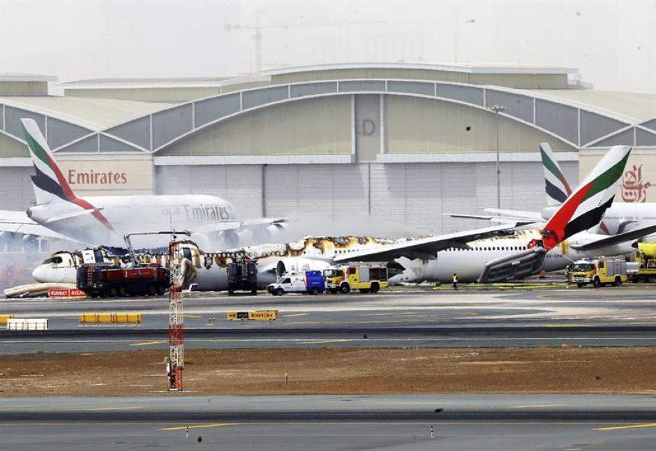 El avión transportaba a 282 pasajeros y a 18 miembros de la tripulación de la India. (Foto: EFE)