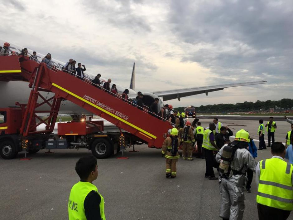 Todos los pasajeros resultaron ilesos. (Foto: premiummall.sg/Facebook)