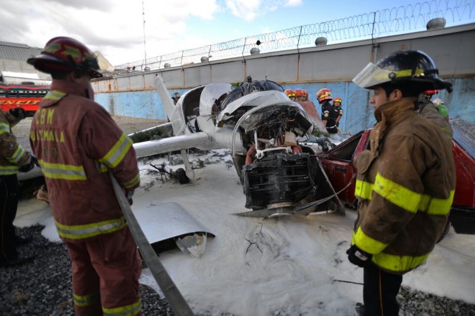 Los Bomberos Municipales y Voluntarios atendieron la emergencia. (Foto: Wilder López/Soy502)