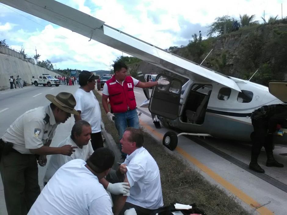 El piloto de la aeronave resultó con heridas leves y crisis nerviosa. (Foto:Provial)