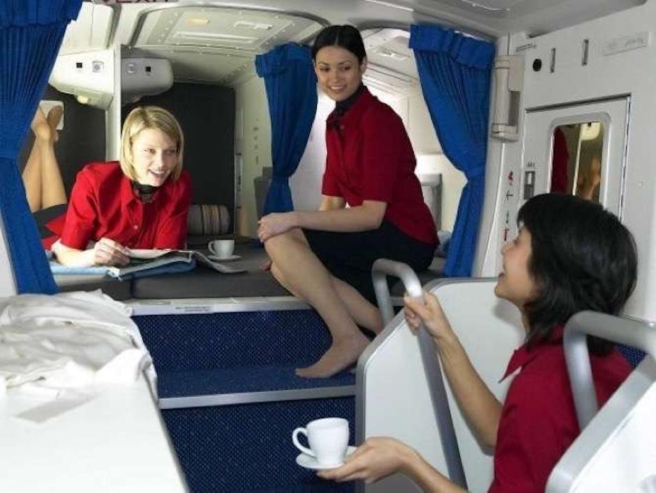 La tripulación hace vuelos de muchas horas muy seguido y necesita repornerse. (Foto: The Chive)