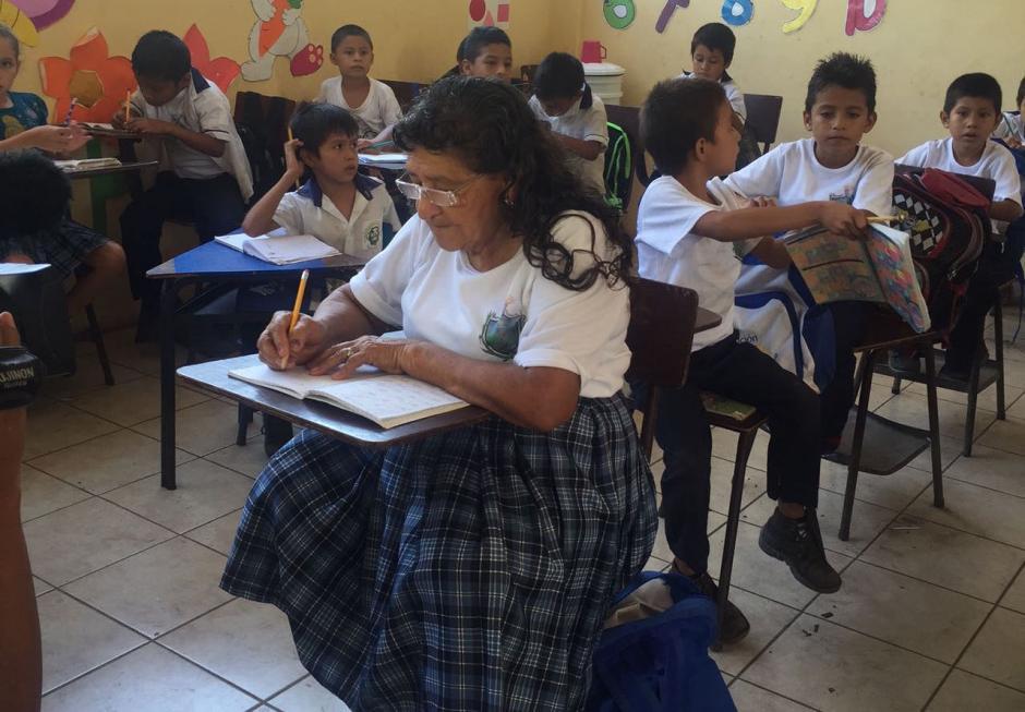 Doña Ofelia tomó el lugar de una de sus nietas tras sufrir un accidente cuando iba a la escuela. (Foto: Blanca Estela Contreras de Sazo)