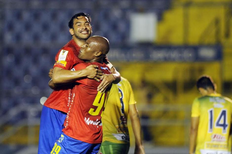 Carlos Ruiz y Johnny Woodly, marcaron los dos goles de Municipal que venció a Santa Tecla. (Foto: Nuestro Diario)