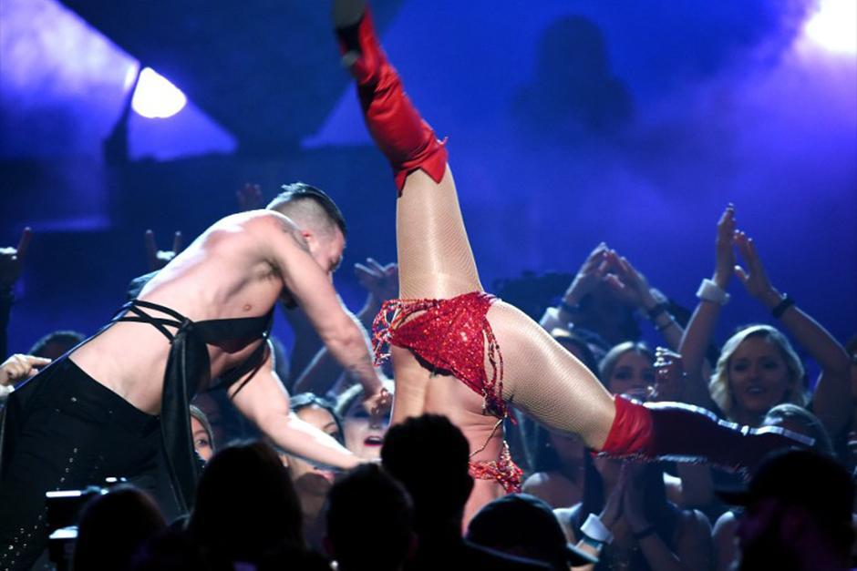 Baile y sensualidad derrochó Britney en el escenario de los Billboard. (Foto: AFP)