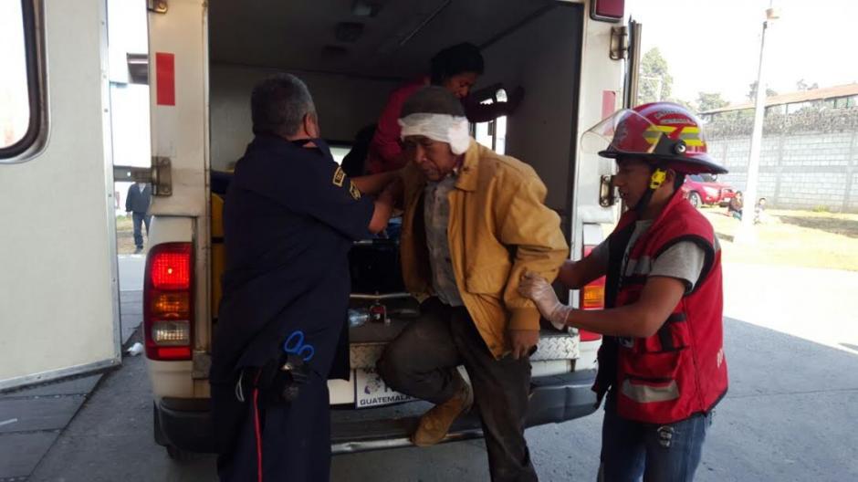 Los Bomberos Municipales Departamentales realizaron el traslado de los heridos hacia un Centro Asistencial. (Foto: Bomberos Municipales Departamentales)
