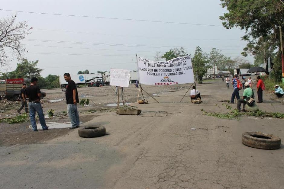 Los inconformes también bloquearon el kilómetro 247 en el crucero de La Virgen en Pajapita, San Marcos. (Foto: Margory Barrios / Nuestro Diario)