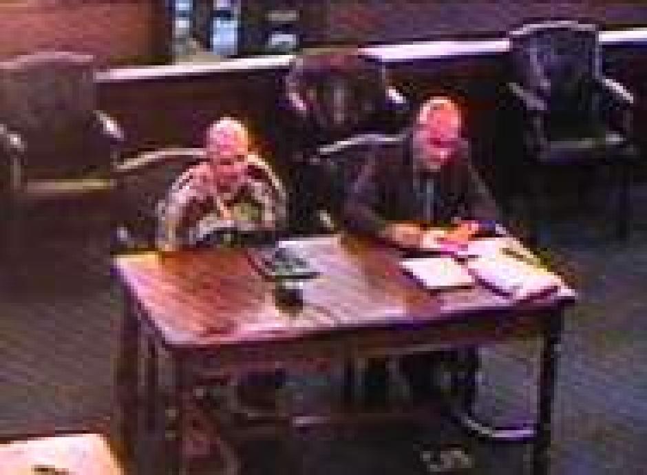 El hombre se encuentra en el tribunal escuchando su sentencia. (Captura de pantalla: nydailynews)