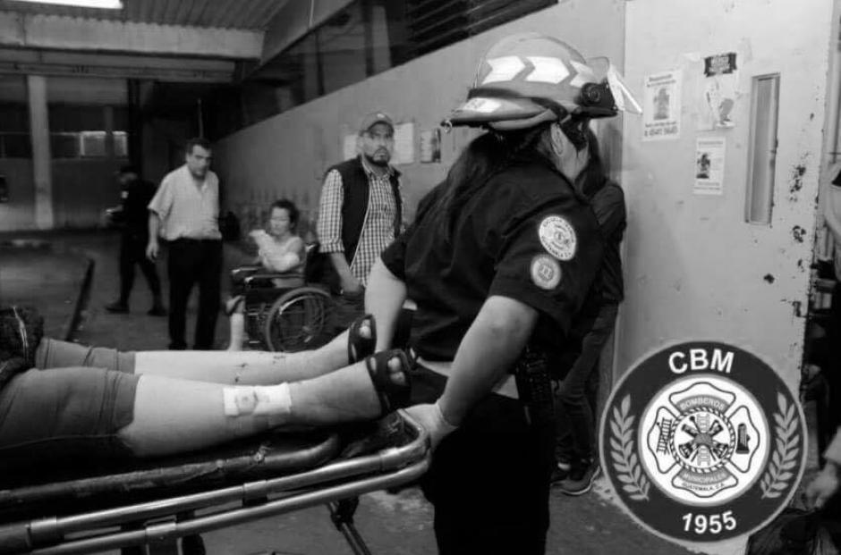 Ambas fueron trasladadas al Hospital General San Juan de Dios. (Foto: Bomberos Municipales)