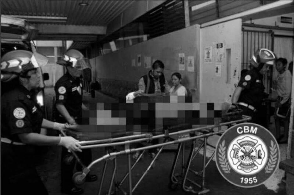 Las mujeres fueron baleadas en la zona 1. (Foto: Bomberos Municipales)