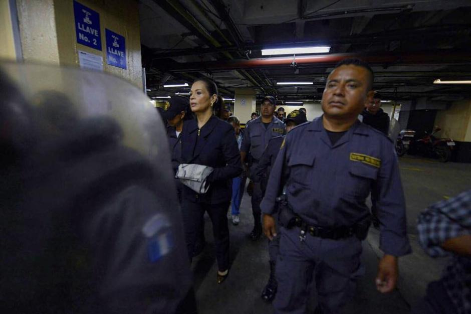 Custodiada por elementos del Sistema Penitenciario, Baldetti llegó a Tribunales a una audiencia donde apeló por una de sus viviendas. (Foto: Wilder López/soy502)