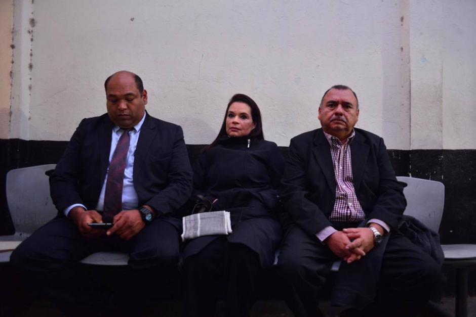 Baldetti llegó acompañada de sus abogados. (Foto: Jesús Alfonso/Soy502)