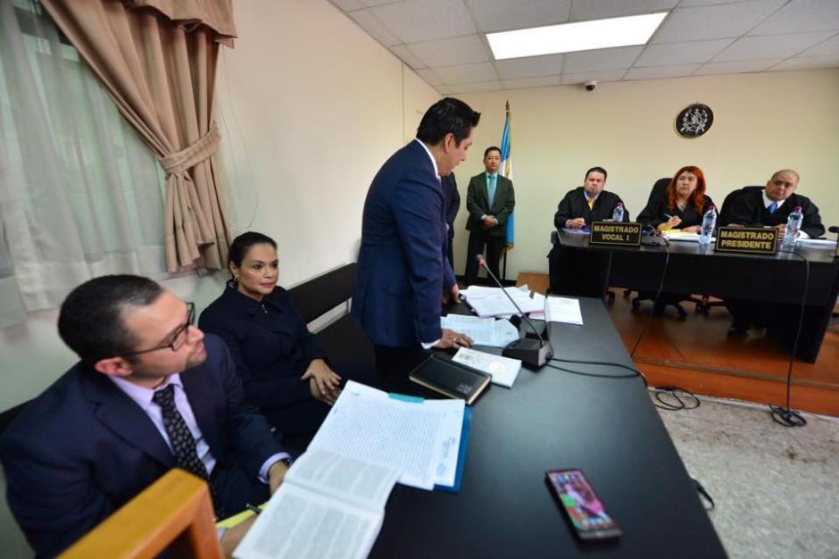 Baldetti escucha mientras su abogado expone sus argumentos. (Foto: Jesús Alfonso/Soy502)