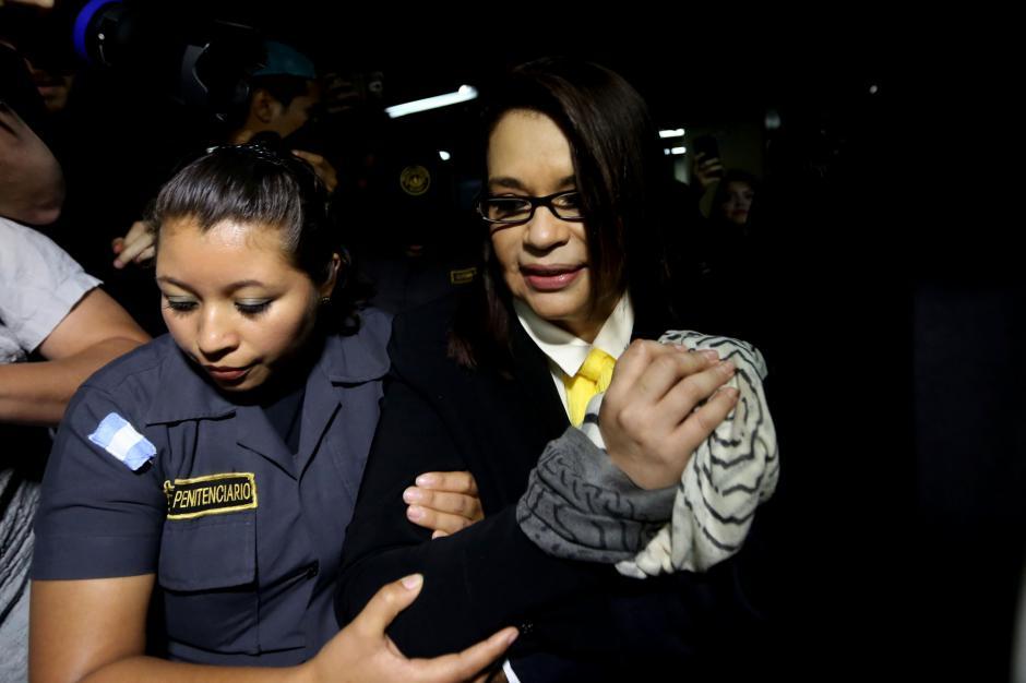 La exvicepresidenta Roxana Baldetti ya se encuentra en la Torre de Tribunales para la audiencia por el caso TCQ. (Foto: EFE)