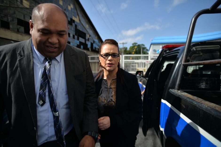 Baldetti siempre es acompañada por uno de sus abogados. (Foto: Wilder López/Soy502)