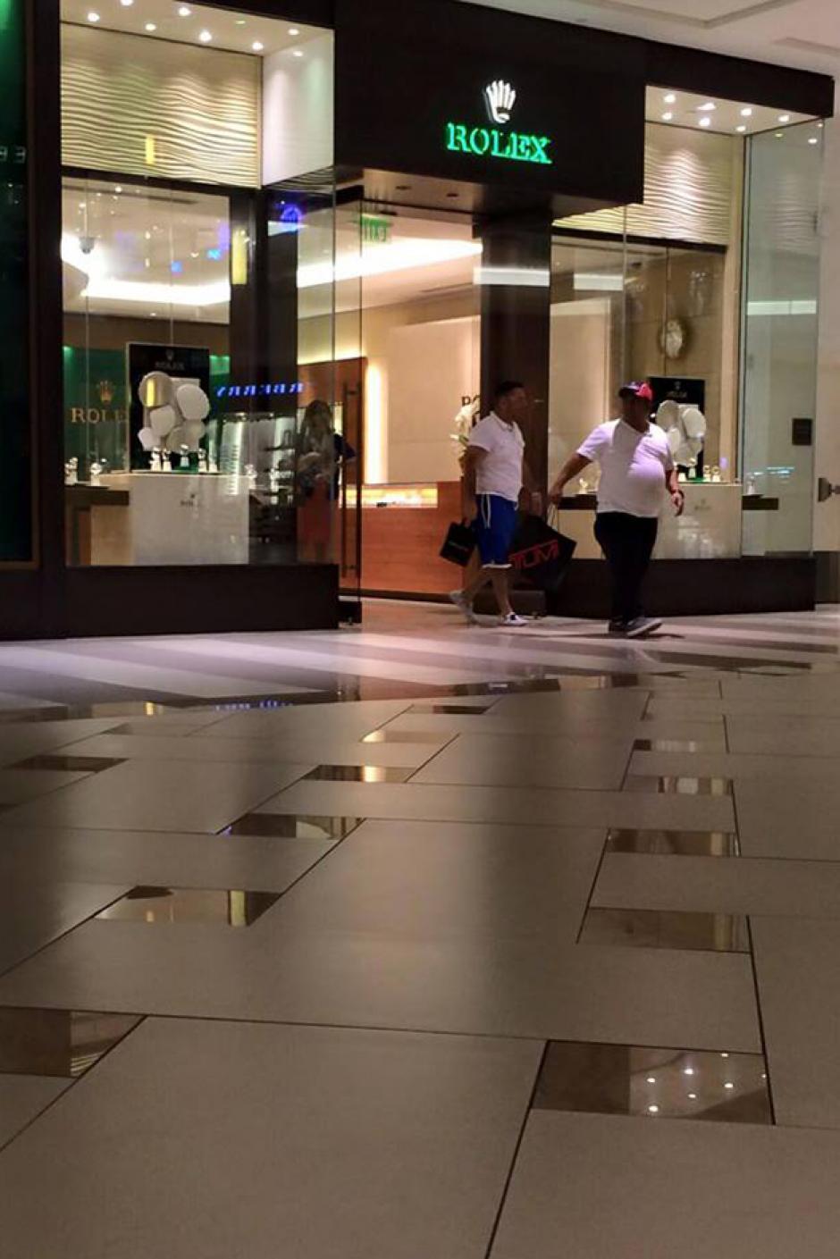 Baldizón fue visto comprando en Rolex, una de las joyerías más caras del mundo. (Foto: Redes sociales)