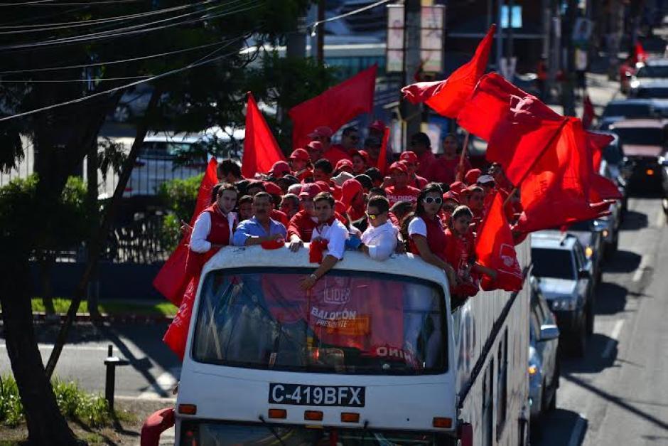 Los simpatizantes de Lider llevan playeras, banderas y música del partido. (Foto: Wilder López/Soy502)