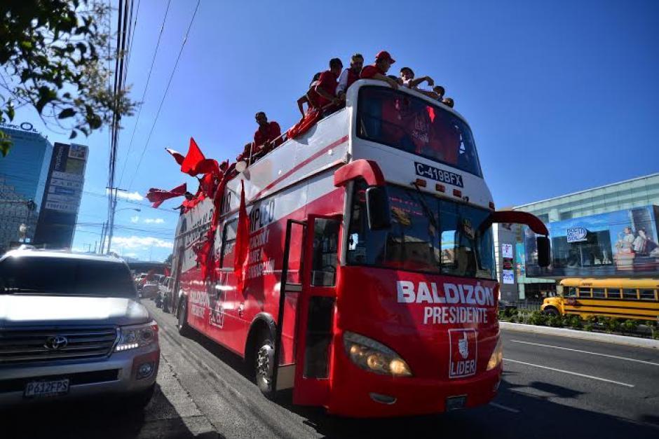 El bus recorre diariamente varios puntos del país realizando propaganda política del partido Lider. (Foto: Wilder López/Soy502)