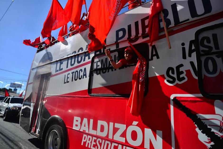 Los simpatizantes de Lider corean varias canciones del partido, que busca llegar a la presidencia de Guatemala. (Foto: Wilder López/Soy502)