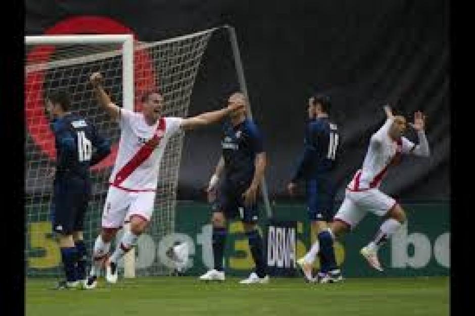 El Rayo se había puesto adelante por 2-0 en tan solo 14 minutos. (Foto: AFP)