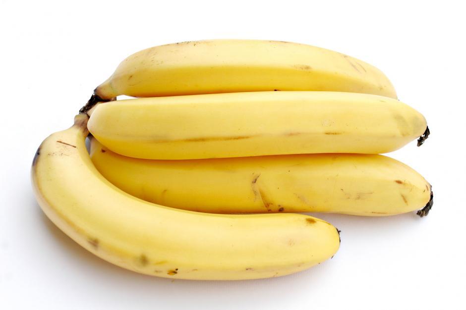 """8. Banano:la """"Canadian Produce Marketing Association"""" indica que se deben mantener a temperatura ambiente para que conserven sus nutrientes. (Fuente: Morguefile)"""