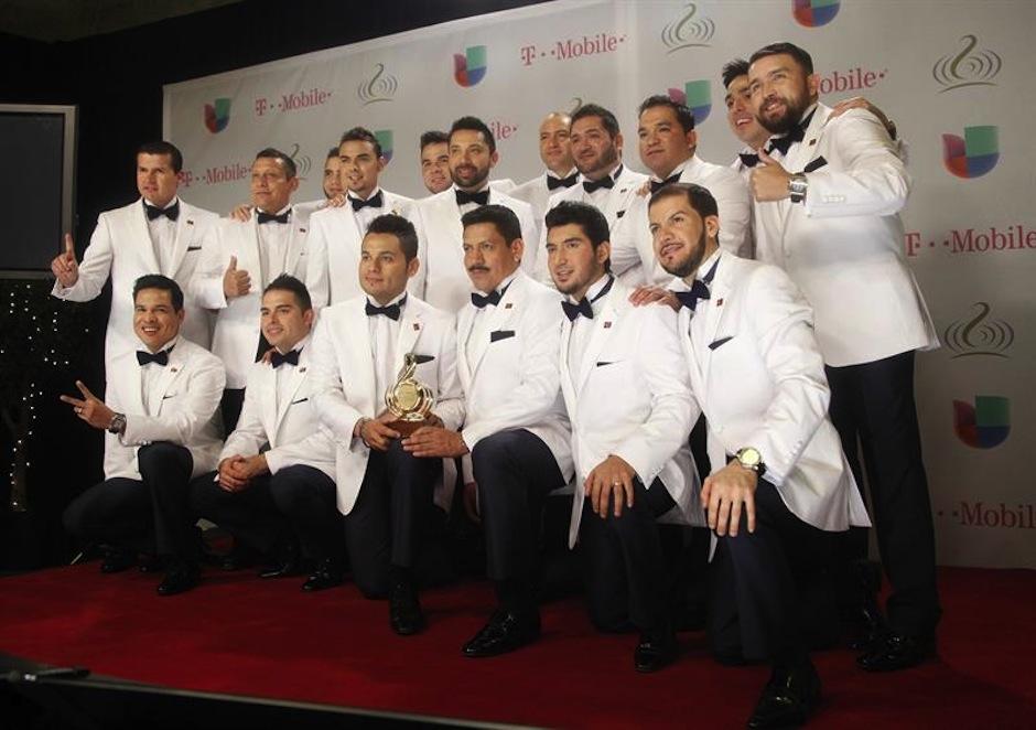 """La Banda el Recodo dijo """"presente"""" en la gala del Premio lo Nuestro. (Foto: EFE)"""