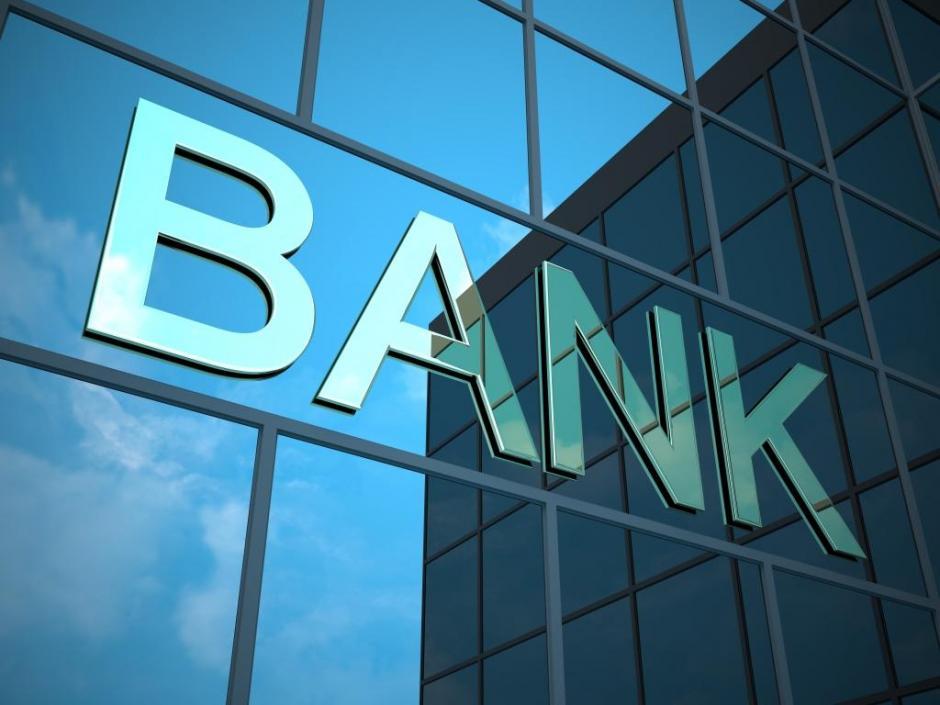 Un ladrón fue capturado por llegar demasiado temprano a intentar robar un banco.