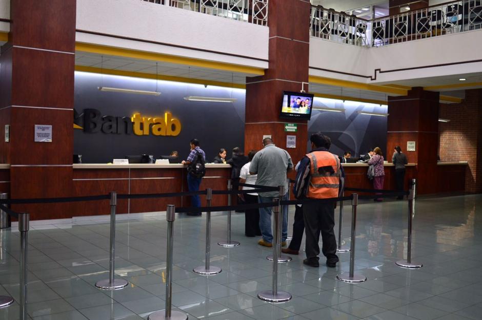 Según Bantrab, la afluencia de clientes ha sido normal. (Foto Alejandro Balán/Soy502)