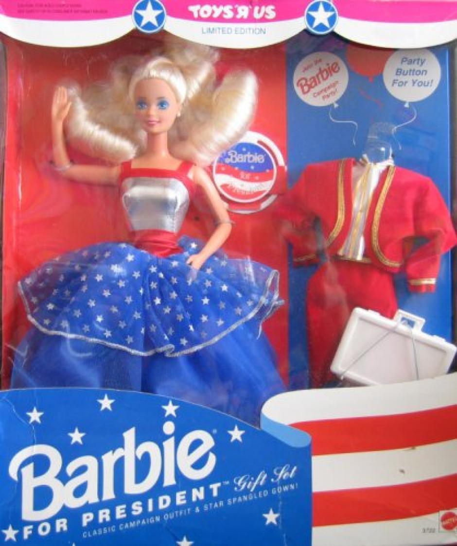 La versión de 1992 estaba vestida con un traje de colores azul, rojo y plateado.  (Foto: guff.com)