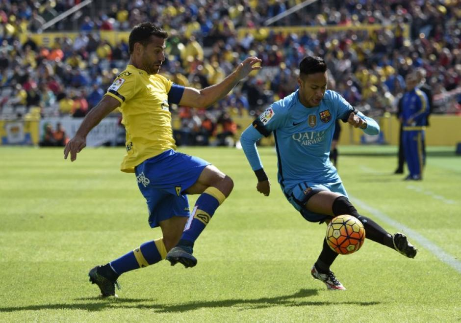 El juego tuvo muchas opciones para ambos equipos, pero la suerte corrió del lado del Barcelona. (Foto: AFP)