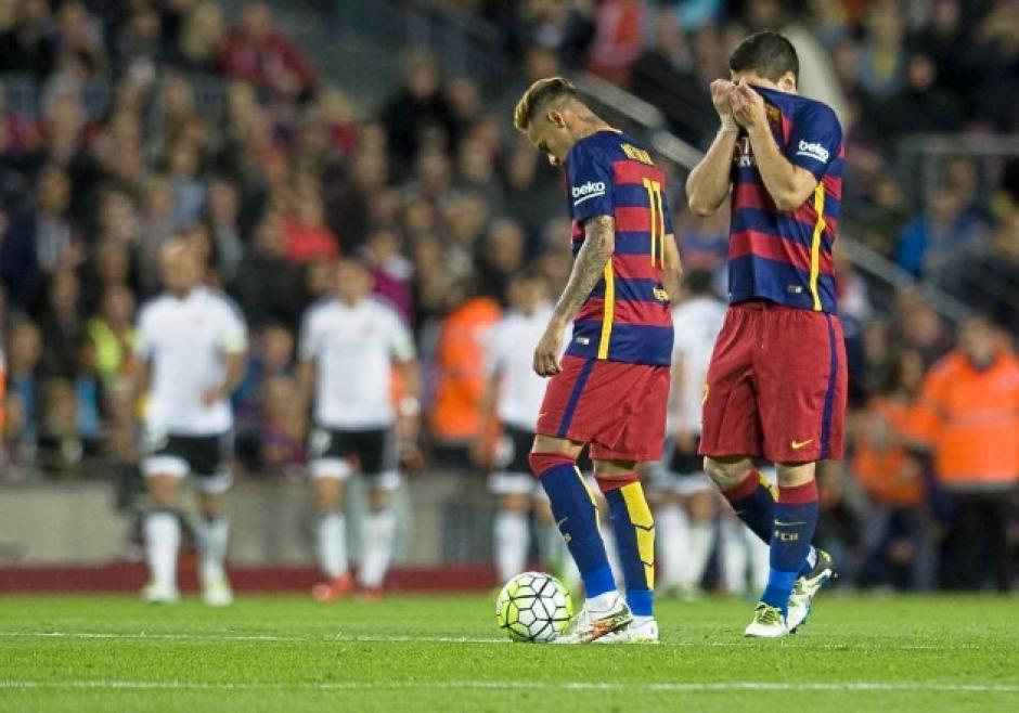 Neymar luce desconsolado tras la derrota. (Foto: solamentefutbol.com)