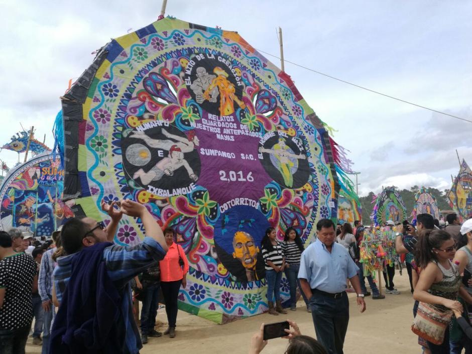 Los barriletes mostraron el colorido y la tradición de Sumpango. (Foto: Jorge Sente/Nuestro Diario)