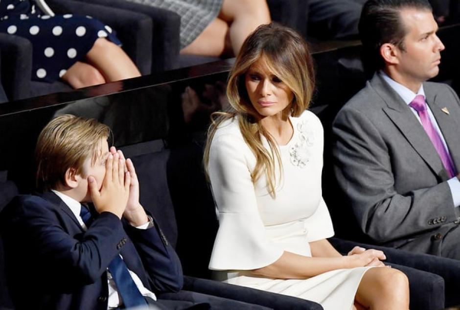 La madre de Barron estuvo atenta al comportamiento de Barron. (Foto: www.usmagazine.com)