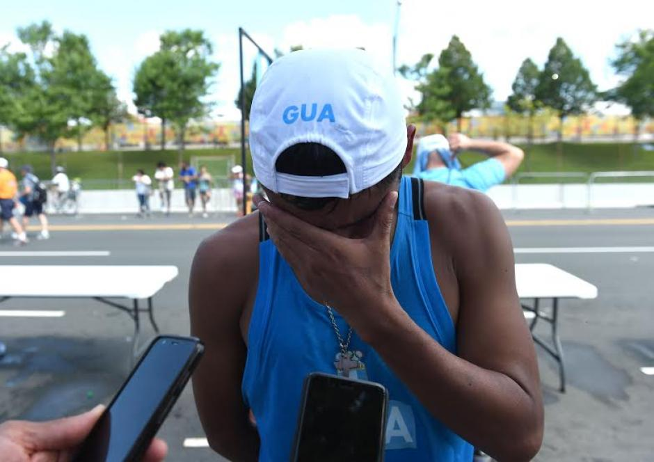 Erick Barrondo llegó hasta las lágrimas tras lamentar su descalificación de la prueba de 20 kilómetros de marcha